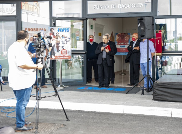 Inaugurazione della nuova sede: la benedizione del Vescovo Douglas