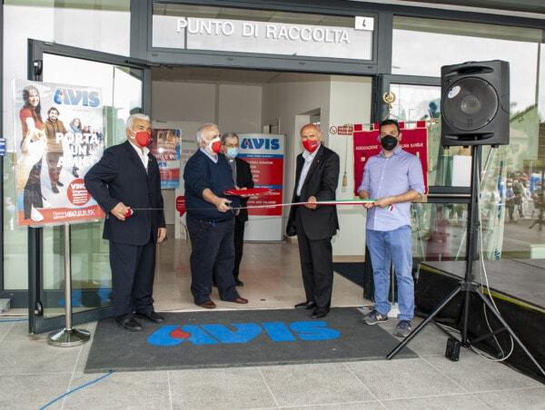 Inaugurazione nuova sede: il taglio del nastro